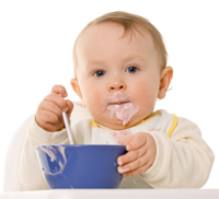 bebe comendo