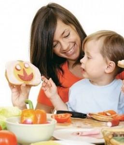 Mae e filho alimentação