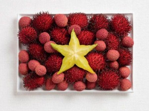 vietnam-flag-made-from-food-600x448